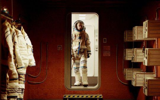 Monte (Robert Pattinson) ist ein braver Sklave für die Experimente im Raumschiff von Dr. Dibs - bis seine Tochter geboren wird.