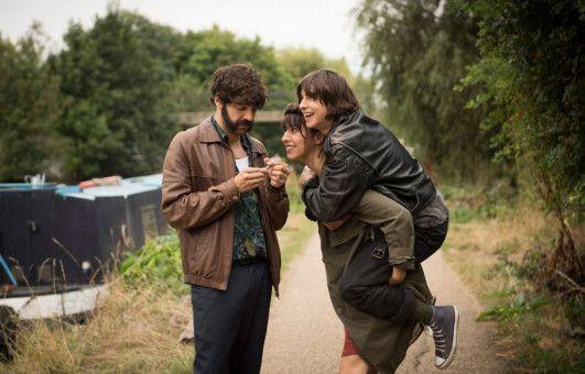 Zu dritt glücklich: Eva (Oona Chaplin, Mitte), Kat (Natalia Tena)und Roger (David Verdaguer) wollen Eltern werden.