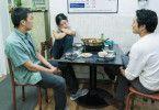 Hae-mi (Jun Jong-seo) schläft beim Essen mit Jong-su (Yoo Ah-in) und Ben (Steven Yeun) vor Erschöpfung ein.