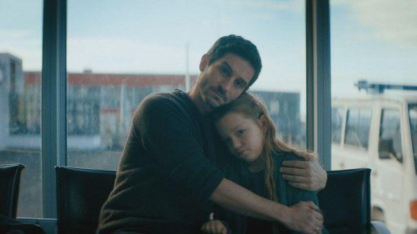 Würde Michael (Christoph Bach) alles tun, damit seine Tochter Jana (Maggie Valentina Salomon) ein Spenderherz bekommt? Über Leichen gehen zum Beispiel?