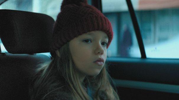 Jana (Maggie Valentina Salomon) braucht mit ihren acht Jahren dringend ein neues Herz.