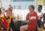Obwohl die frechen Gören aber auch alles direkt ansprechen, was in ihrem Leben schief lief, coacht sie Britt-Marie (Pernilla August) zum größten Erfolg der jüngeren Vereinsgeschichte.