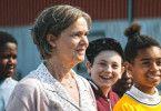 Britt-Marie (Pernilla August) blüht in ihrer neuen Rolle als Trainer der Jugend-Fußballmannschaft von Borg auf.