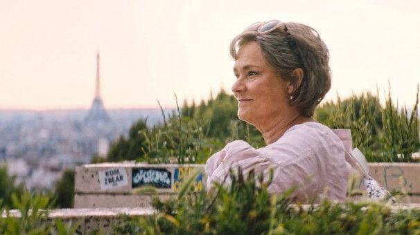 Einmal in ihrem Leben nach Paris fahren - das wünscht sich Britt-Marie (Pernilla August), deren Leben sich bisher vor allem in ihren eigenen vier Wänden abgespielt hat