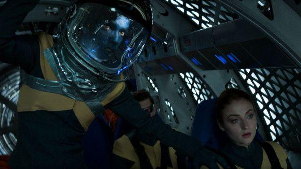 Nightcrawler (Kodi Smit-McPhee) und Jean (Sophie Turner) machen sich für ihren Einsatz im Weltall bereit.