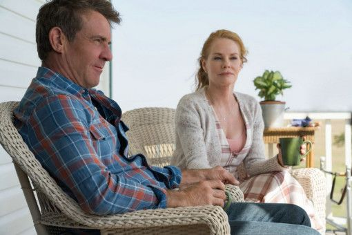 Ethan (Dennis Quaid) genießt mit seiner Frau Hannah (Marg Helgenberger) das Leben auf der Farm.