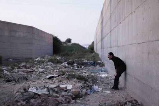 Moosa (Navid Mohammadzadeh) trauert um seinen Sohn.