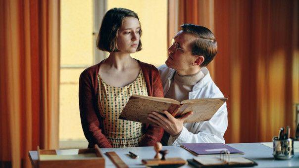 Nete (Fanny Leander Bornedal) lernt 1961 im Mädchenheim den jungen Dr. Wad (Elliott Crosset Hove) kennen und fürchten.