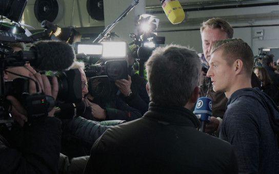 Als Topstar der Branche muss Toni Kroos längst auch abseits des Fußballfeldes eine gute Figur machen.
