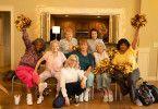 Martha (Diane Keaton, ganz vorne) und ihre Freundinnen versuchen sich als Cheerleaderinnen.