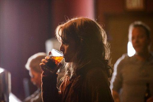 Ist Alkohol eine Lösung? Kyra (Michelle Pfeiffer) versucht, ihre ausweglose Situation in einem Drink zu ertränken.