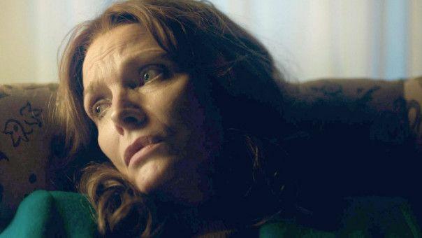 Weil sie nicht mehr weiter weiß, fragt Kyra (Michelle Pfeiffer) sogar ihren Ex-Mann nach Geld.