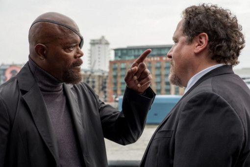 Nick Fury (Samuel L. Jackson, links) und Happy Hogan (Jon Favreau) tauschen durchaus energisch ihre Meinungen aus.