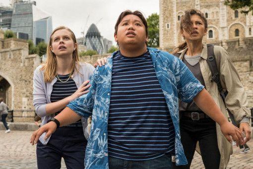 Peters bester Freund Ned (Jacob Batalon) und seine Mitschülerinnen Betty (Angourie Rice, links) und MJ (Zendaya) sind starr vor Angst.