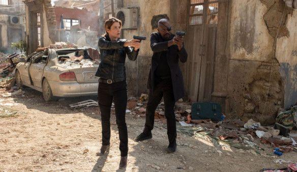 Nick Fury (Samuel L. Jackson) und Maria Hill (Cobie Smulders) sehen in einer zerstörten mexikanischen Stadt nach dem Rechten.