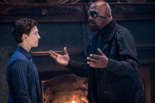 Nick Fury (Samuel L. Jackson, rechts) benötigt die Hilfe von Peter Parker (Tom Holland).