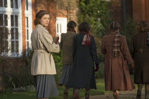 Joan (Sophie Cookson) studiert als junge Frau in Cambridge.