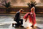 Mit einer opulenten Tanzszene kommt Milou (Emilia Schüle) groß raus. Ermöglicht hat ihr das Emil (Dennis Mojen).