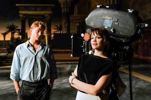 Die plötzliche Schließung der Grenzen stellt Milou (Emilia Schüle) und Emil (Dennis Mojen) vor eine große Herausforderung. Werden sie sich wiedersehen?