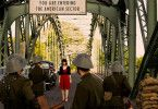 Kein Durchgang: Nach der Schließung der Grenzen darf Milou (Emilia Schüle) nicht mehr zurück nach Ost-Berlin.