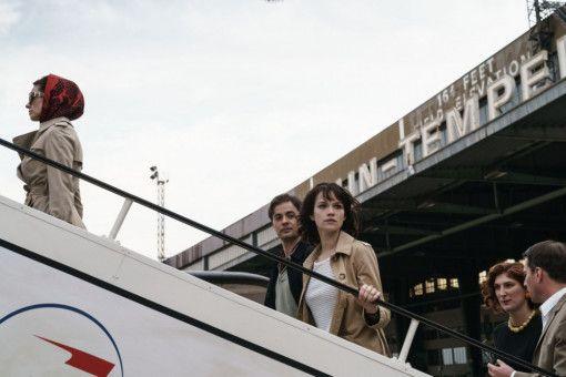 Aufbruch in eine ungewisse Zukunft: Milou (Emilia Schüle) verlässt Berlin und kehrt zurück nach Frankreich.