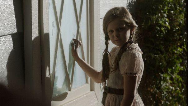 """Der Geist von Annabelle """"Bee"""" Mullins (Samara Lee) sucht das Anwesen der Warrens heim."""