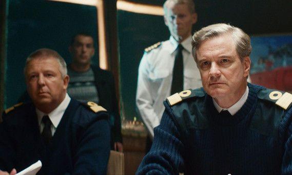 """Nach den Explosionen auf der """"Kursk"""" versucht der britische Commodore David Russell (Colin Firth, rechts) verzweifelt, den Russen zu helfen."""