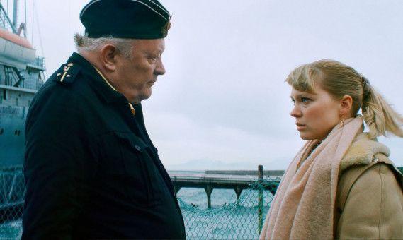 """Tanya (Léa Seydoux) fordert Antworten. Sie hat Gerüchte über ein Unglück der """"Kursk"""" gehört."""