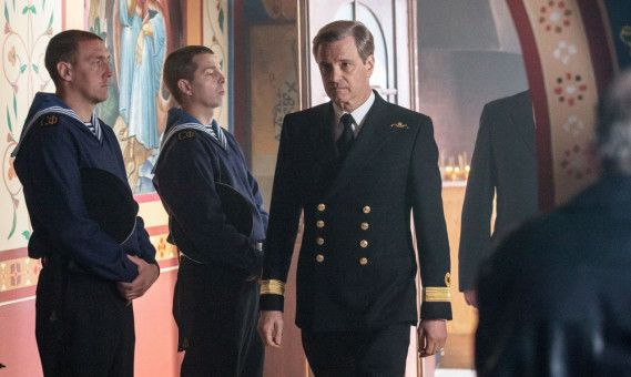 Commodore David Russell (Colin Firth) versteht nicht, warum die Russen sein Hilfsangebot nicht annehmen wollen.