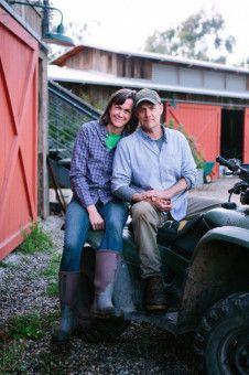 Molly und John Chester, abgearbeitet, aber doch sehr zufrieden: Sie sind Besitzer der Apricot Lane Farm, die inzwischen als Vorbild für Nachhaltigkeit steht.