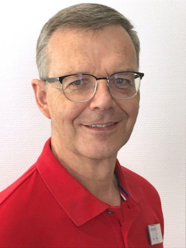 Apotheker Dr. Alfred Stuhler.