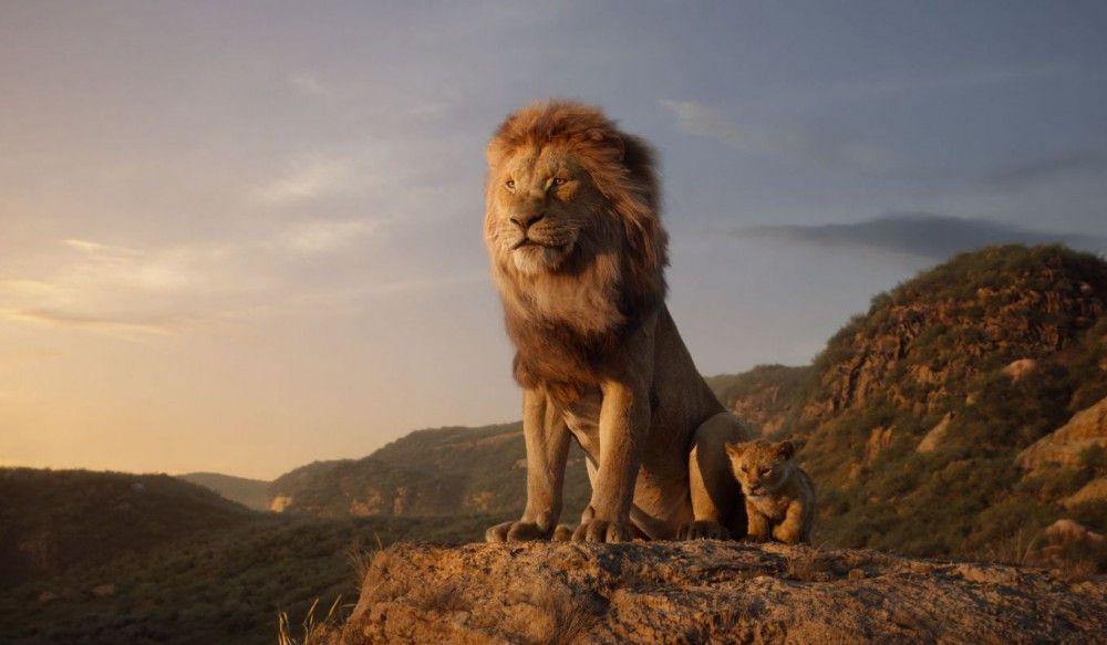 Auch bei Mufasa und Simba sitzen jedes Haar und jeder Lichtreflex - und setzen somit neue filmische Maßstäbe.