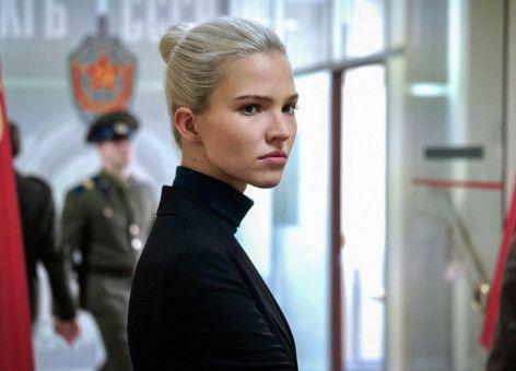 Anna (Sascha Luss) durchläuft beim KGB eine Ausbildung als Attentäterin. In Paris tarnt sie sich als Model.