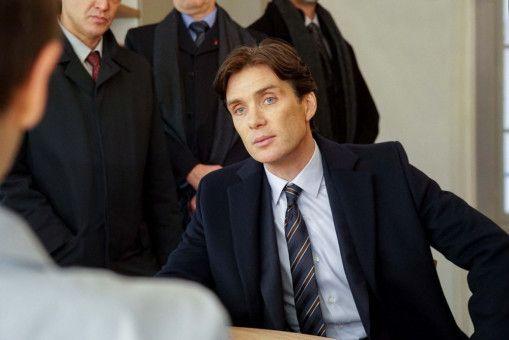 Ein zwielichtiger Geschäftsmann ist in Paris erschossen worden. CIA-Mann Miller (Cillian Murphy) kann Anna aber nichts nachweisen.