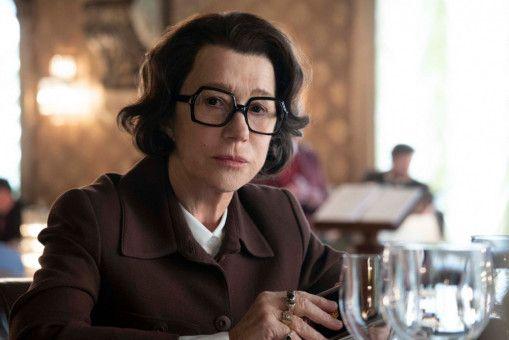 Annas Auftraggeberin beim KGB, die kettenrauchende Olga (Helen Mirren) mit der knarzigen Stimme, entwickelt nur sehr langsam Sympathie für Anna.