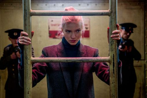 Anna (Sasha Luss) war einst Junkie, heute tötet sie Menschen.