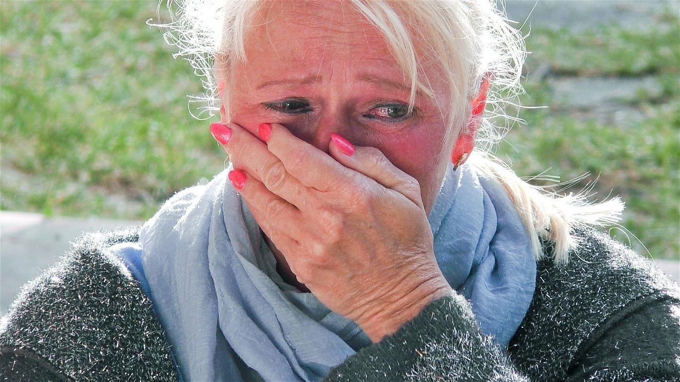 """Auch """"Goodbye Deutschland""""-Auswanderin Steffi Bartsch, die mit Ehemann Roland im """"Sommerhaus der Stars"""" wohnt, muss ein bisschen weinen."""