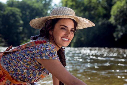 Salvadors Mutter Jacinta (Penélope Cruz) wirkt immer wie aus dem Ei gepellt, selbst beim Wäschewaschen.