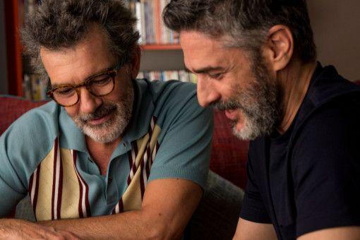 Salvador Mallo (Antonio Banderas, links) und sein Ex-Geliebter Federico (Leonardo Sbaraglia) treffen nach über 20 Jahren wieder aufeinander.