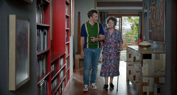 Salvador Mallo (Antonio Banderas) erinnert sich mit seiner Mutter Jacinta (Julieta Serrano) an alte Zeiten.
