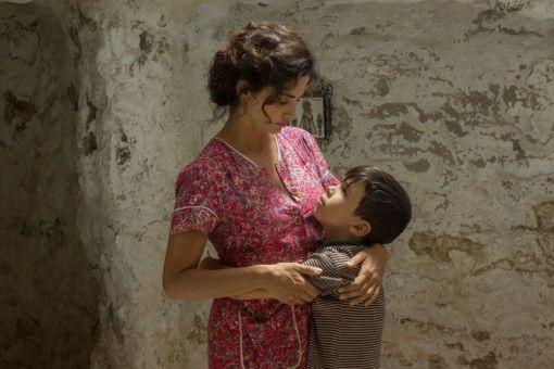 Mutter Jacinta (Penélope Cruz) kümmert sich liebevoll um ihren Sohn (Asier Flores).