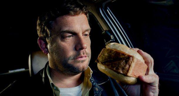 Franz Eberhofer (Sebastian Bezzel) darf ja eigentlich keinen Leberkäs mehr essen. Aber so eine kleine Scheibe zwischendurch gönnt er sich dann doch.