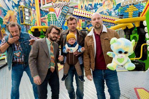 Zeit für einen ausgiebigen Besuch auf dem Volksfest ist immer. Von links: Wolfi (Max Schmidt), Flötzinger (Daniel Christensen), Franz Eberhofer (Sebastian Bezzel) und der Metzger Simmerl (Stephan Zinner).