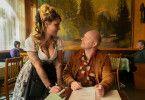 Schockverliebt: Rudi Birkenberger (Simon Schwarz) lässt sich von Kellnerin Mandy (Lara Mandoki) gerne die Speisekarte erklären.