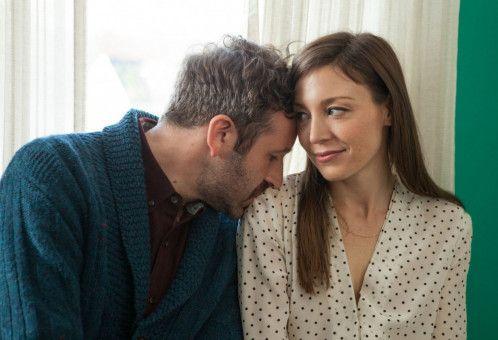Noch wirkt Nicholas (Chris O'Dowd) ganz anhänglich bei seiner Rebecca (Juliet Rylance).
