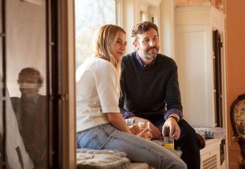 Nicholas (Chris O'Dowd) hat ein Verhältnis mit Emilie (Dree Hemingway).
