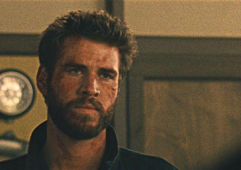 Der Kleinkriminelle Moe (Liam Hemsworth) plant den ganz großen Deal.