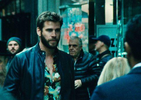 Moe (Liam Hemsworth) flieht vor Polizei und Mafia.