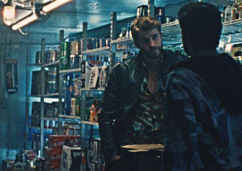 Die Straßen von New York sind die Heimat von Moe (Liam Hemsworth).