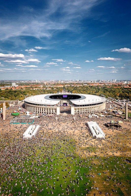 "Das ""Lollapalooza"" steigt vor dem Olympiastadion in Berlin."